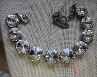 IN the SPOTLIGHT Crystal 12 M Swarovsli Rivoli Bracelet in Antique Silver it is 6 in long with 1.5 in ext and crystals