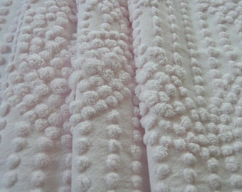 """Vintage Chenille Bedspread Fabric 18"""" x 24"""" Tight Pink Pops Wedding Ring...(j13)"""