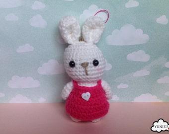 Crochet amigurumi rabbit : bunny amigurumi key chain