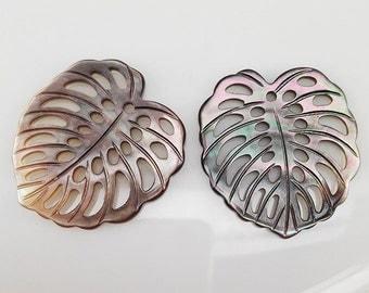 4pcs 26x24mm Black Shell Filigree Calla Lily Leaf Pendants Black Mop Beads