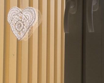 Zawieszka na okno serce heart crochet cotton szydełkowe serduszko