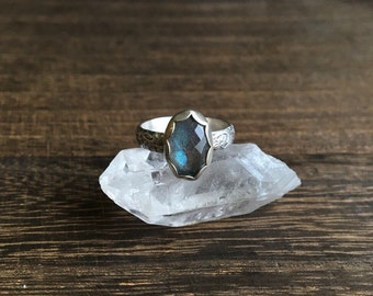 Blue Flash Labradorite Sterling Silver Flower Ring