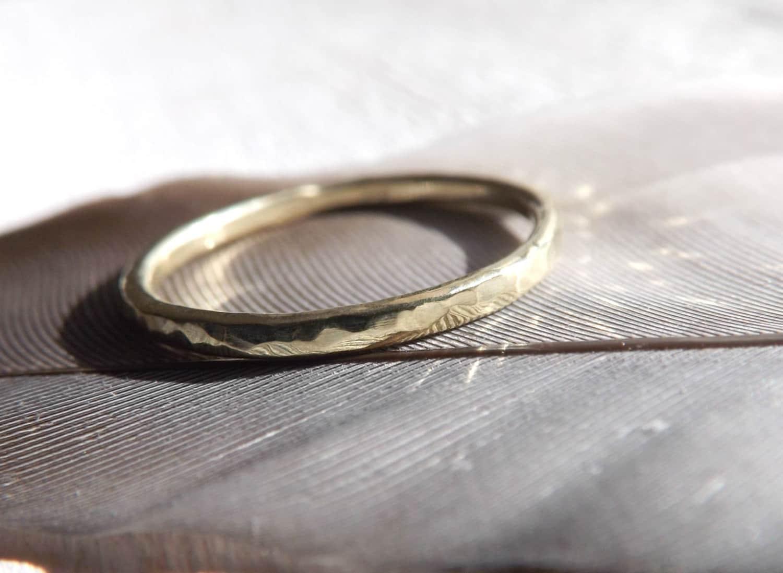 Schlichter goldring  zarter Gold Ring gehaemmert schlichter Goldring Zusteckring