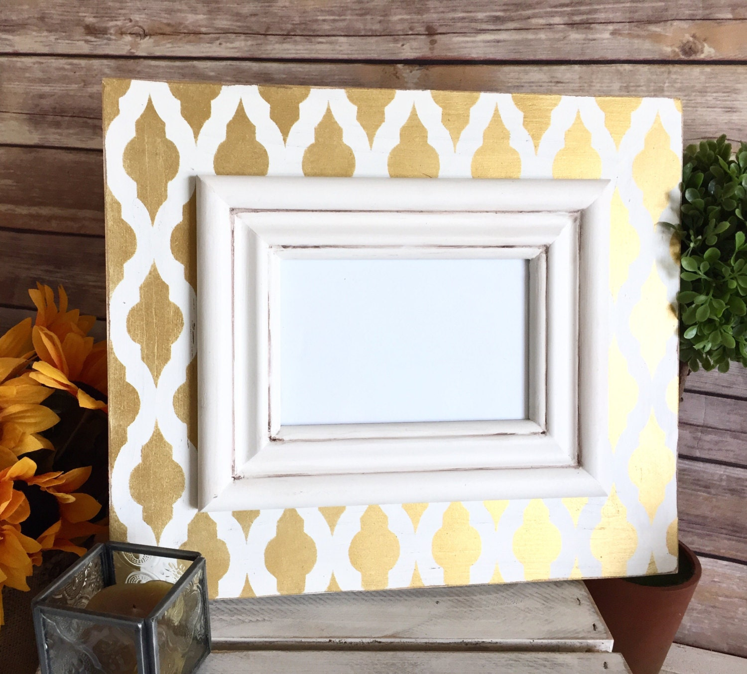 Distressed frame with gold moroccan drop trellis pattern and cream 3500 jeuxipadfo Image collections