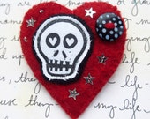 Punky Red Skull Brooch. Handmade Felt Brooch. Textile Brooch. Gothic Accessory. Punk Brooch. Alternative Jewellery. Gothic Gift.