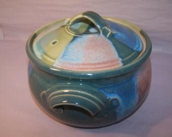 "Casserole, Stoneware. Capacity 1.8 ltr. Glaze ""pastel"" Width approx 23 cm. Height 16 cm."