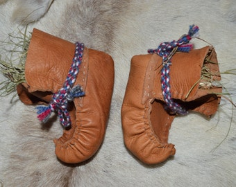 Baby boots. Sámi shoes. Reindeer baby boots. Sisna slippers for 1-2 year old. Lapland shoes.