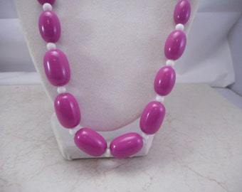 Vintage Retro Purple and White Graduated Bead Necklace 24 Inch