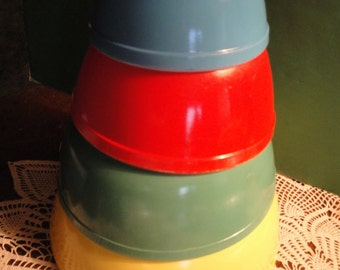 Vintage Set O 4 Pyrex Nesting Glass Mixing Bowls Primary Colors - No Numbers Bowls, Primitive
