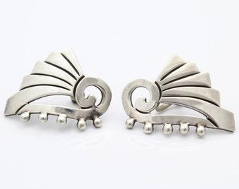 Geometric Sterling Silver Screwback Art Deco Earrings. [6418]