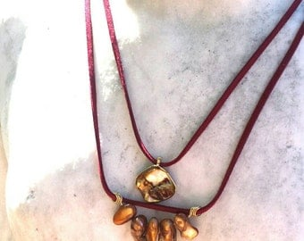 Golden shell and leather necklace