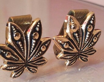 Vintage Swiss GLOBUS  Gold Tone Leaf Design Clip On Earrings