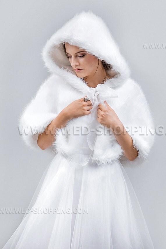 mariage cape avec capuche en faux loup fourrure blanc noir. Black Bedroom Furniture Sets. Home Design Ideas