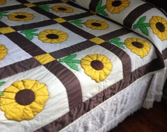 VINTAGE SUNFLOWER QUILT, Vintage Hand Quilted Quilt, Applique Quilt, Applique Sunflower Quilt, Vintage Twin Quilt, Sunflower Quilt