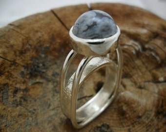 Ring in sterling silver with Obsidian flakes of snow