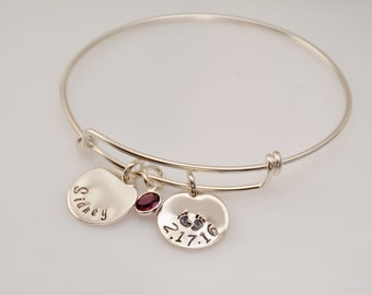 New mom gift. New mom bracelet. New grandmother gift. New mother gift. New grandma bangle bracelet
