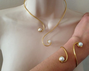Necklace and bracelet pearls golden white arabesques nacrees aluminum