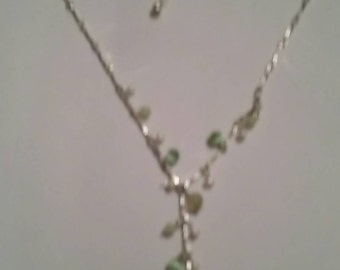 Vintage Green Glass Necklace Costume Jewelry