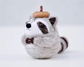 Needle felted raccoon animal figurine, Needle felted animal, praying raccoon, amigurumi raccoon, raccoon figurine, raccoon doll