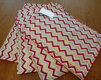 4 pc reversible placemats,Red placemats,Gold placemats,Christmas Placemats,Holiday Placemats,Festive placemats