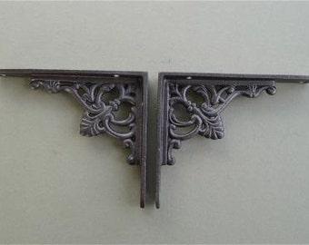 A pair of small regency antique style shelf brackets S1