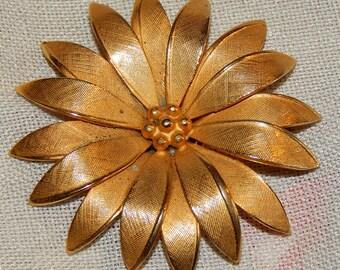 Pretty Vintage Gold Flower Brooch - Giovanni