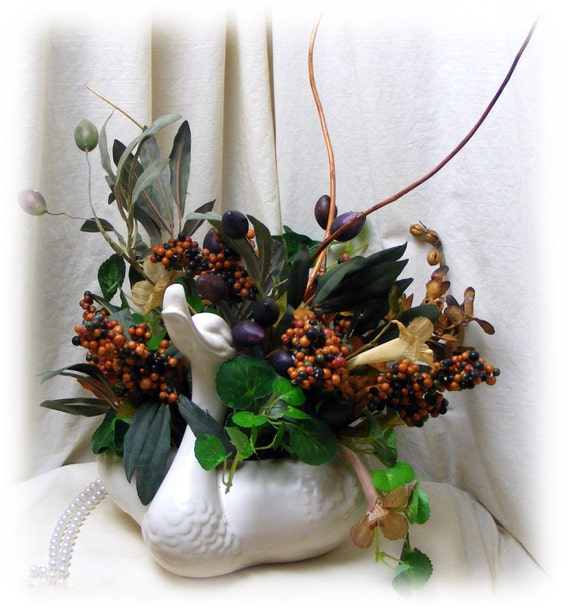 "Upcycled ""SWAN VASE & ARRANGEMENT"" Gorgeous!"