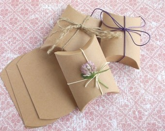 Favor Boxes Vintage Kraft Paper Pillow Candy Boxes Pillow Boxes 10 gift boxes and ties