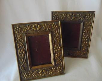 2 photo frames