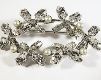 Vintage - Collectible - Rhinestone and Pearl Floral Pin - Jewelry - Silver - Rhinestones - Pearls - Pin - Brooch - Floral - Dainty - Gift