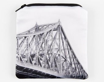 "Wallet ""Pont Jacques-Cartier"", 4.5 ""x 5"" photo icon of Montreal printed on satin, black & white"