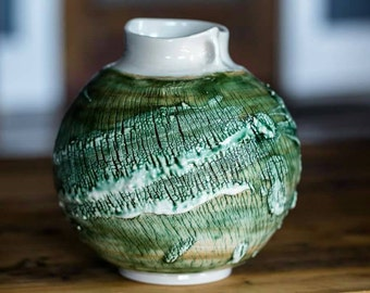 Green Vase LC6