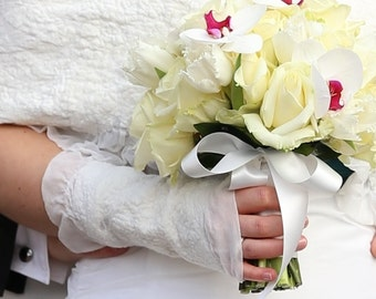 White peony - White wedding gloves, nunofelt wedding gloves, bridal fingerless gloves, wedding mittens, Dutch design OOAK