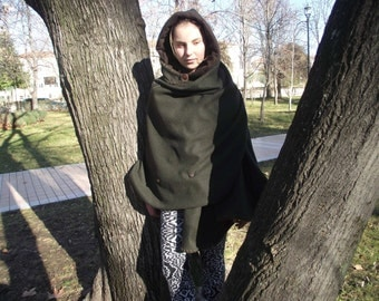 Antonio*s hooded poncho from forest green cashmere