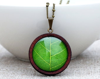 Long necklace made of wood & leaf