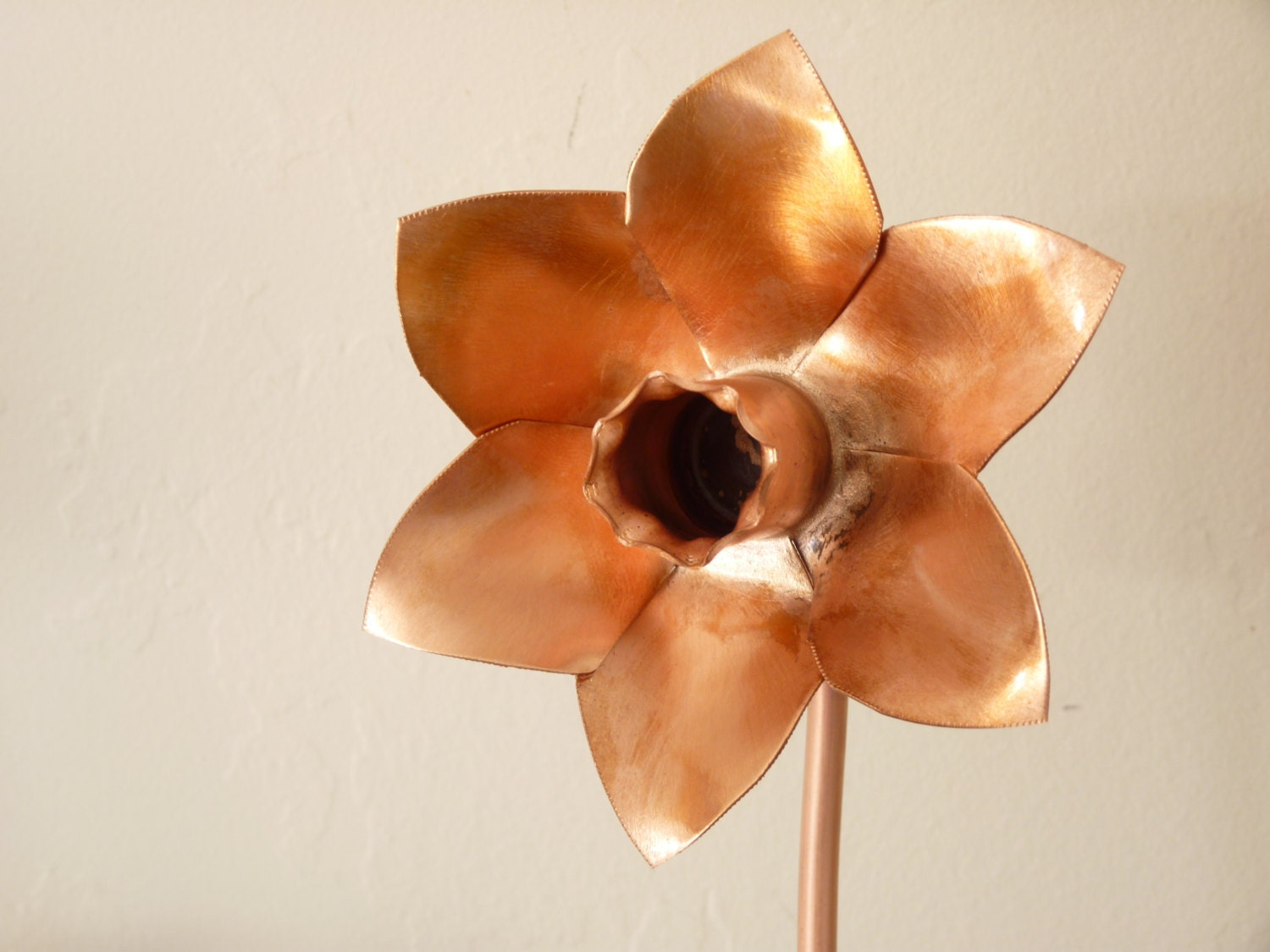 Spinning garden decorations - Copper Daffodil Metal Flower Home Decoration