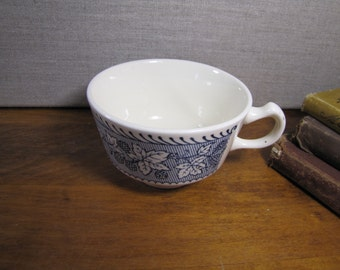 Shakespeare Country - Stratwood - Creamy White and Blue Teacup - Leaf and Berry Pattern