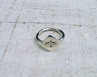 Lotus Ring ; Silver