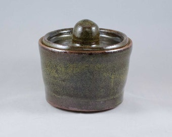 Lidded Jar #160272
