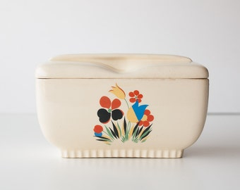 1940s Universal Cambridge ceramic casserole dish with lid