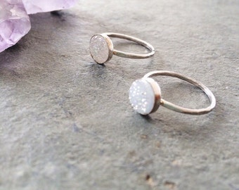 White druzy ring - gemstone ring - sterling silver ring - hammered ring band