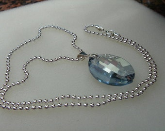 925 Silver chain with sparkly crystal!