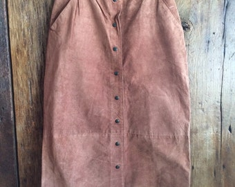 Medium Ruddy Brown Suede Leather Front Button-Down T-Length Skirt. Front and Back Pockets and Belt Loops. Size 12/ Womens M/L.