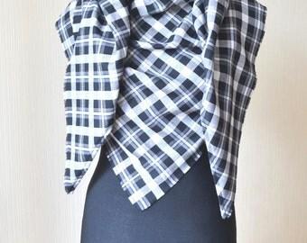 Plaid blanket scarf Gift for wife Black white scarf Fall scarf Blanket scarf wool Oversized scarf Tartan scarf Plaid scarf Black scarf
