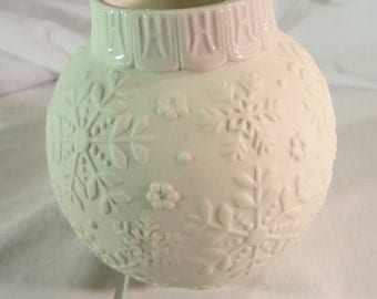 Lenox Ornamental Glow Candle Holder Snow Flakes Design - Christmas Candle-holder