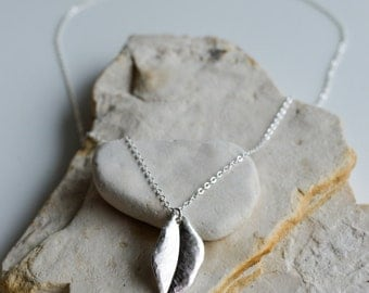 Silver Single leaf Pendant on Silver 925 Stamped Chain Necklace/Elegant Looking /great gift/Very pretty layering or wearing alone/Silver