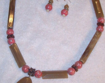 Brown and coral acrylic necklace set
