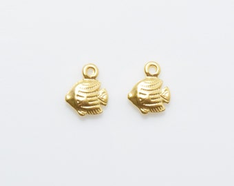 Tropical Fish Pendant . Tropical Fish Charm . Jewelry Craft Supply . 16K Matte Gold Plated over Brass - 4pcs / IA0137-MG