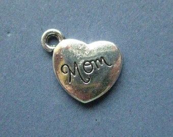 10 Mom Charms - Mom Pendants - Heart Charm - Mother's Day - - Mother - Antique Silver - 14mm x 18mm  -- (No.137-10316)