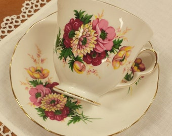 Queen Anne Tea Cup and Saucer Set ~ Ridgeway Potteries Ltd ~ English Bone China ~ Made in England ~ 8200